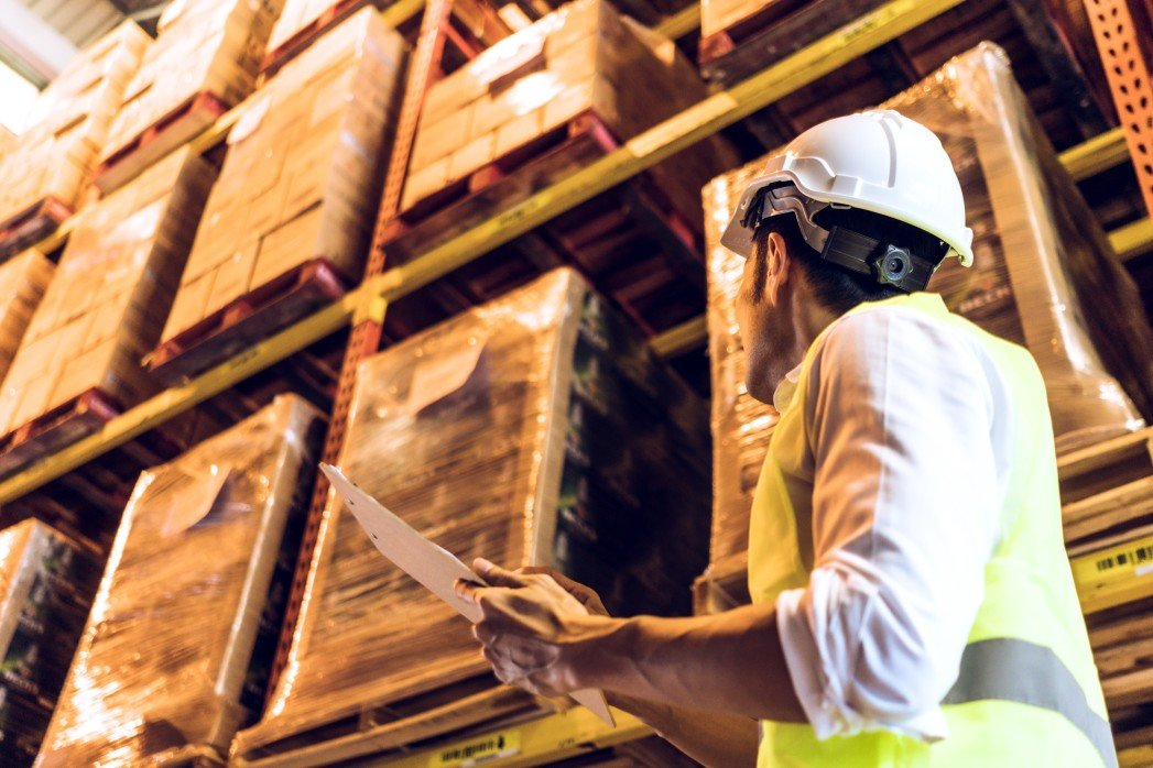 warehouse-worker-checking-product-in-the-factory_t20_ynEVy0